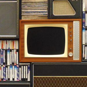 Social Media Listening versus Social Media Broadcasting