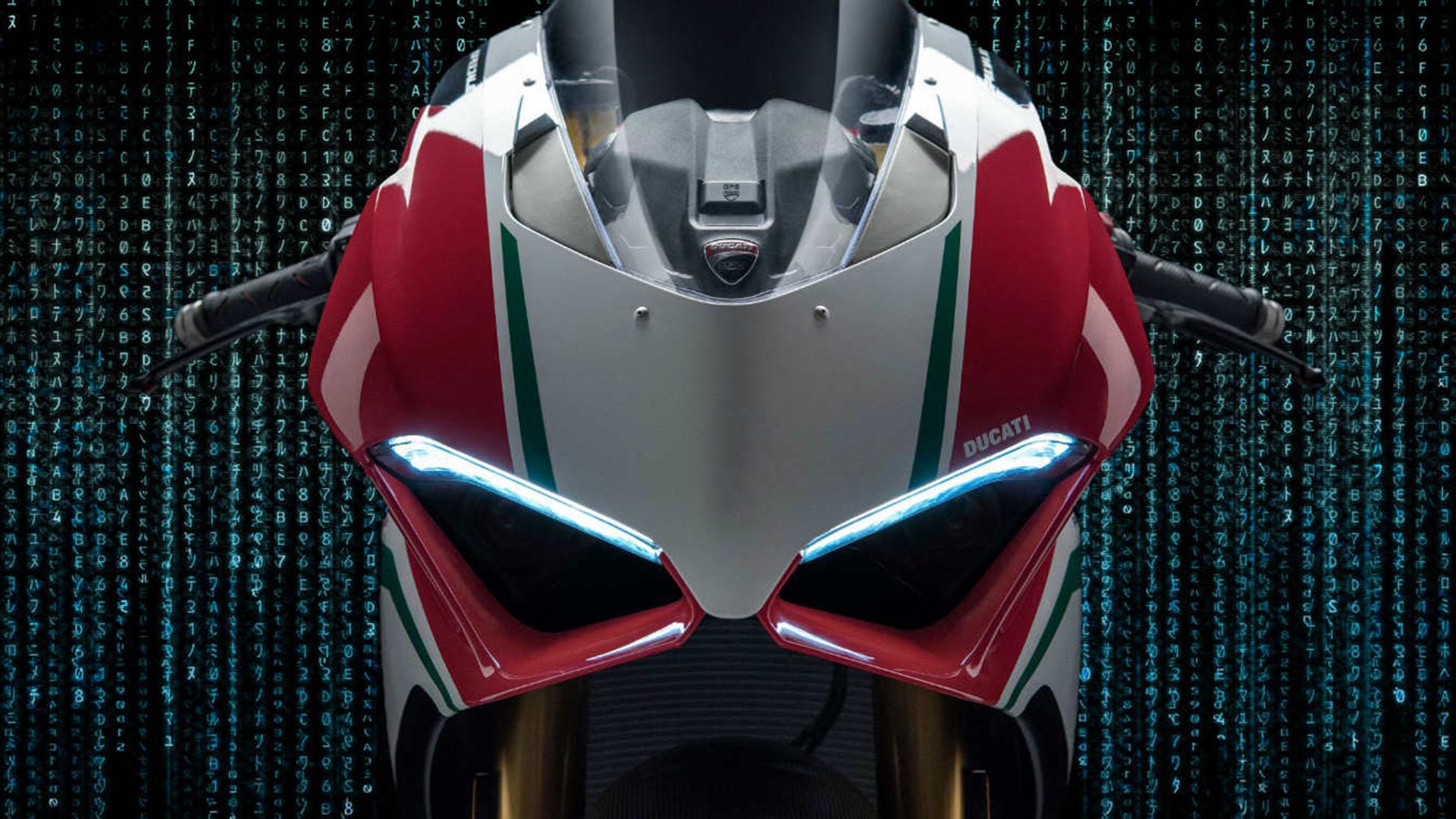 Ducati presenta la nuova Panigale V4 a EICMA: le reazioni degli utenti